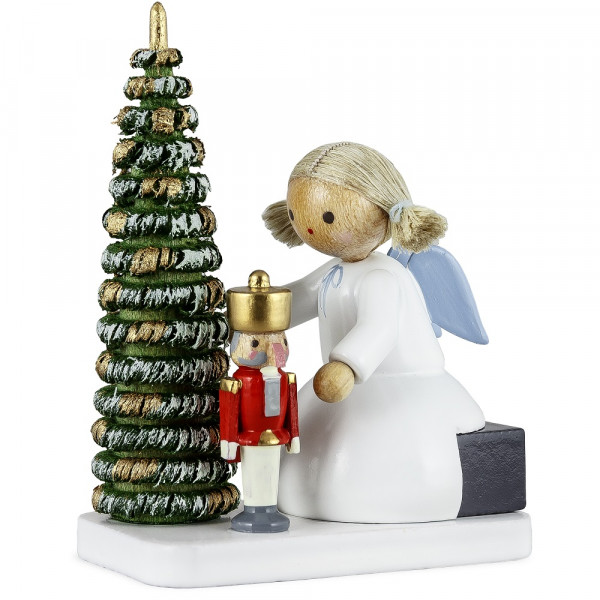 Engel mit Nussknacker am Weihnachtsbaum